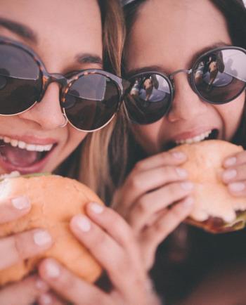 A gyorséttermi ételek felelősek a pattanásaimért?