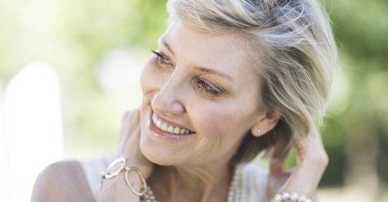 Kozmetikai összetevők a posztmenopauza során elvékonyodó haj helyreállításáért