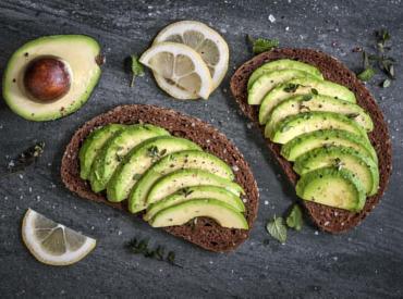 Hogyan építsük be az avokádót étrendünkbe a szebb bőrért?