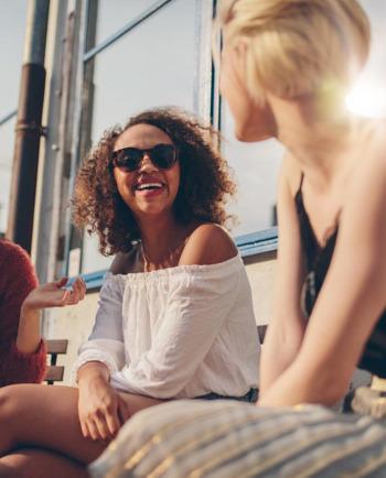 Az UV-sugarak és visszatükröződésük: a napvédelem fontossága egész évben