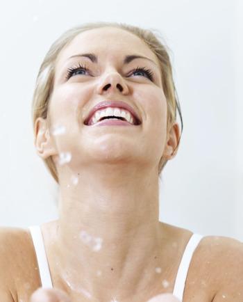 Több, mint hidratálás! A hialuronsav az öregedésgátló ápolás új korszakát nyitotta meg!