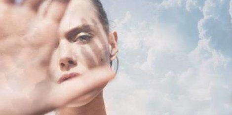 Segít vagy sem a napozás a zsíros, pattanásos bőrön? Szakértőnk, Dr. Sólymosi Ágnes bőrgyógyász válaszol