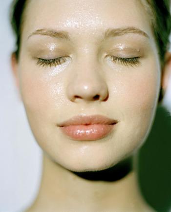 Hogyan hidratálja az érzékeny, vízhiányos bőrt?