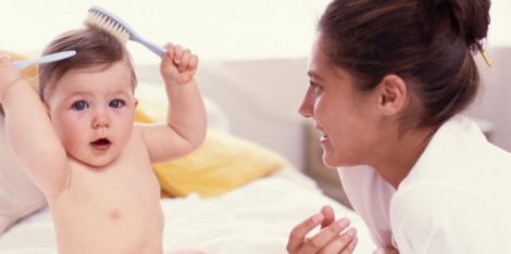 Hogyan kezelje a szülés utáni hajhullást?