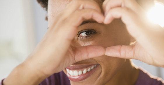 Próbálta már eltűntetni a szemek alatti duzzanatot arcmasszázs segítségével?